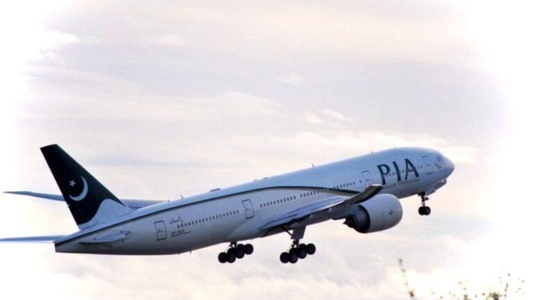 पाकिस्तानमा यात्रुवाहक विमान दुर्घटनामा