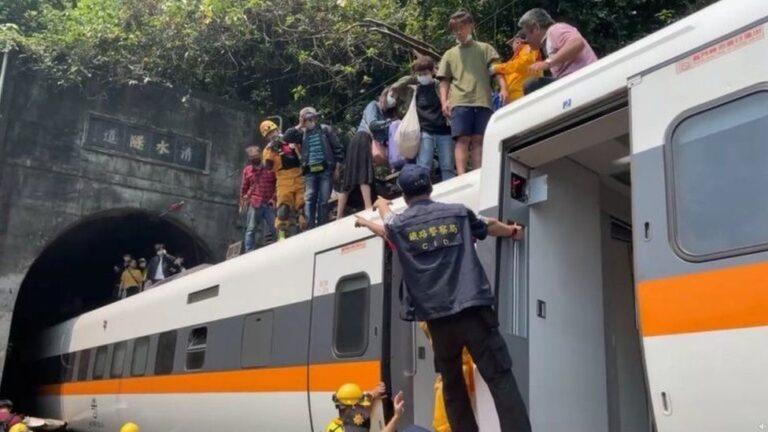 ताइवान रेल दुर्घटना : ४१ को मृत्यु ,६०भन्दा बढी घाइते